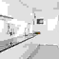 Modern kitchen by Germano de Castro Pinheiro, Lda Modern