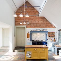 Traditional Farmhouse Kitchen Extension, Oxfordshire by HollandGreen Country