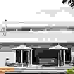 Haus Trittau Skandinavischer Balkon, Veranda & Terrasse von raphaeldesign Skandinavisch