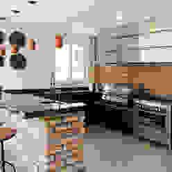 Moran e Anders Arquitetura Modern kitchen