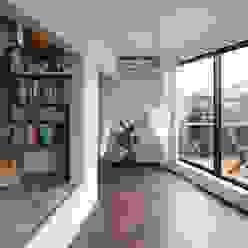 Salones modernos de 向山建築設計事務所 Moderno