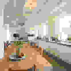 Cucina moderna di Tieleman Keukens Moderno