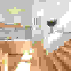 por Mimasis Design/ミメイシス デザイン Moderno Madeira Efeito de madeira