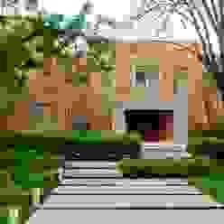 Casa en Mailyng Jardines modernos: Ideas, imágenes y decoración de JUNOR ARQUITECTOS Moderno