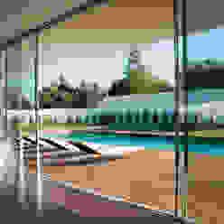 Vista da sala para a piscina A.As, Arquitectos Associados, Lda Salas de estar modernas