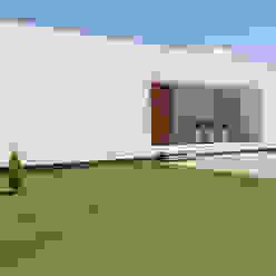 Moderne Häuser von VISMARACORSI ARQUITECTOS Modern