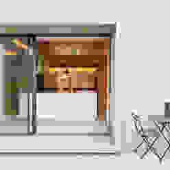 Casa em S. Pedro do Estoril Cozinhas modernas por Ricardo Moreno Arquitectos Moderno