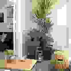 Fernanda Moreira - DESIGN DE INTERIORES Balcones y terrazas modernos Bambú Amarillo