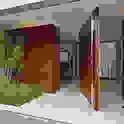Moderne Häuser von Márcia Carvalhaes Arquitetura LTDA. Modern