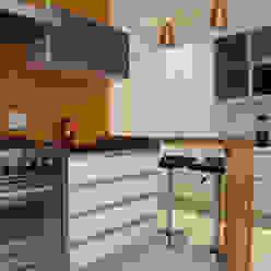 Decoração de Interiores - Projeto Residencial - Bairro Campo Belo - SP Cozinhas modernas por Silvia Romanholi Design de Interiores Moderno