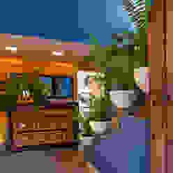 Residencia Tepoztlán Olivia Aldrete Haas Pasillos, vestíbulos y escaleras modernos