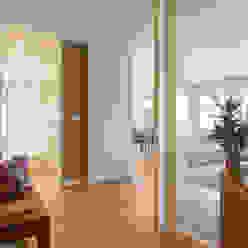 Hall de entrada Corredores, halls e escadas modernos por Traço Magenta - Design de Interiores Moderno