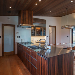 藤井下組の家: 空間設計室/kukanarchiが手掛けたキッチンです。,