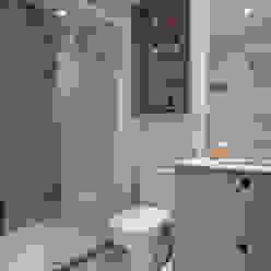 Baños modernos de UNION Architectural Concept Moderno Tablero DM
