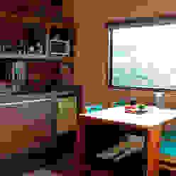 Cozinha e jantar Cozinhas rústicas por Cabana Arquitetos Rústico Madeira Efeito de madeira
