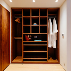 Gwel an Treth Modern dressing room by Perfect Stays Modern