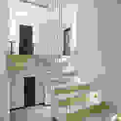 Ingresso, Corridoio & Scale in stile minimalista di kvartalstudio Minimalista