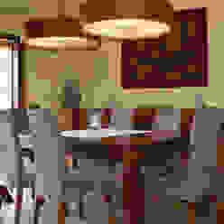 Sala da pranzo in stile mediterraneo di RIBA MASSANELL S.L. Mediterraneo Legno Effetto legno