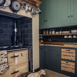 Cotswold Chapel Kitchen by homify Country Solid Wood Multicolored