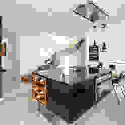Estilo e substância Cozinhas modernas por FABRI Moderno