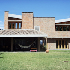 Fachada Nor-Este ya remodelada Odart Graterol Arquitecto Casas de estilo ecléctico Ladrillos Marrón