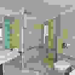 J. P. GREENS FLAT Modern bathroom by Spaces Architects@ka Modern