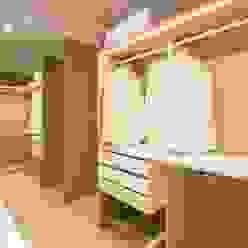 REFORMA DE VIVIENDA EN CALLE BURRIANA (VALENCIA) DonateCaballero Arquitectos Vestidores de estilo minimalista Madera