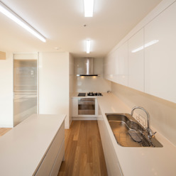 Minimalistische Küchen von 수상건축 Minimalistisch