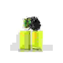 1 Upcycling-Vase-Teppich-gelb-Unikat: modern  von christine wiegelmann design,Modern Textil Bernstein/Gold