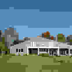 Casas de estilo rural de De Zwarte Hond Rural Ladrillos