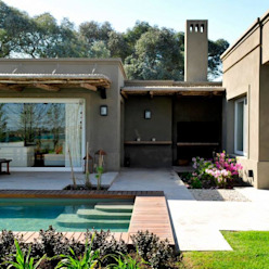 Casa en Pilará Aulet & Yaregui Arquitectos Piletas modernas: Ideas, imágenes y decoración
