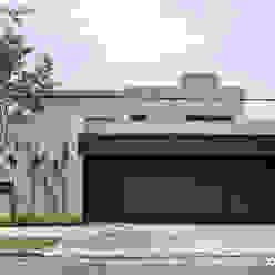 Fachada MARIANGEL COGHLAN Casas modernas