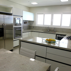 Cucina moderna di Vettori Arquitetura Moderno