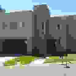 casa minimalista en San Isidro Family Houses Casas minimalistas