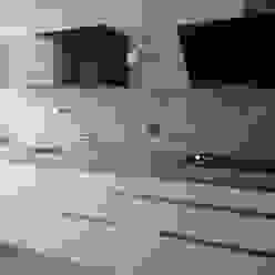 Negro, blanco y gris: una mezcla que realza una cocina de Cocinasconestilo.net Minimalista Tablero DM