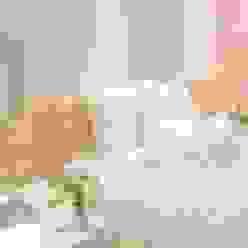 La habitación de gaby Monica Saravia Habitaciones para niños de estilo moderno Rosa