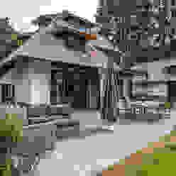 DENOLDERVLEUGELS Architects & Associates Дома в стиле кантри