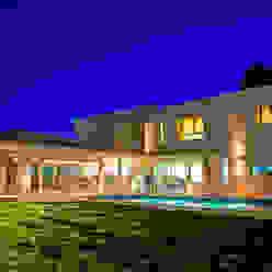 Vista desde Patio 04 Poggi Schmit Arquitectura Casas modernas: Ideas, imágenes y decoración