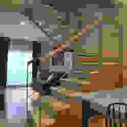 Gurruchaga: Pasillos y recibidores de estilo  por Matealbino arquitectura,