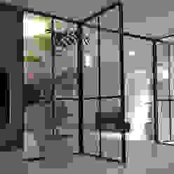 Soggiorno moderno di MG Interieurarchitectuur BNI Moderno Cemento