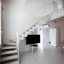 VILLA MONOFAMILIARE MOGLIA Ingresso, Corridoio & Scale in stile minimalista di CasaAttiva Minimalista