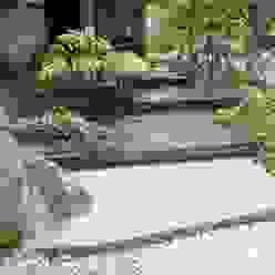 安曇野K邸 Jardines de estilo moderno de 庭のクニフジ Moderno