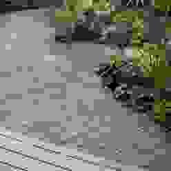 葉山M邸 Jardines de estilo moderno de 庭のクニフジ Moderno