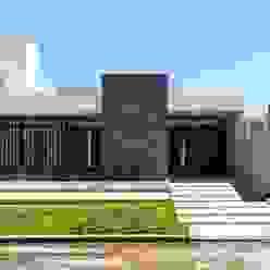 CASA B532 Casas modernas: Ideas, imágenes y decoración de KARLEN + CLEMENTE ARQUITECTOS Moderno Cerámico