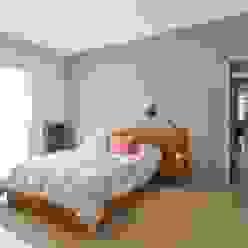 Camera da letto moderna di KARLEN + CLEMENTE ARQUITECTOS Moderno Ceramica