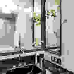 КВАРТИРА В СОВРЕМЕННОМ КЛАССИЧЕСКОМ СТИЛЕ. МОСКВА (ЖК АЭРОБУС) Ванная комната в эклектичном стиле от Tony House Interior Design & Decoration Эклектичный