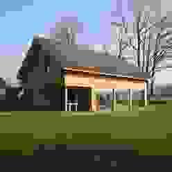Casas de estilo escandinavo de Hoogsteder Architecten Escandinavo Madera Acabado en madera