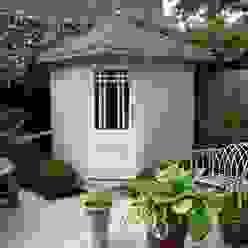 Posh Corner Shed Klassische Garagen & Schuppen von Garden Affairs Ltd Klassisch Holz Holznachbildung