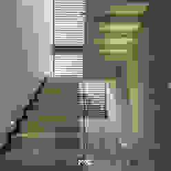 Solares 132 2M Arquitectura Pasillos, vestíbulos y escaleras modernos