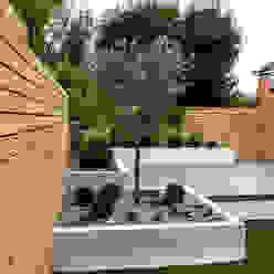 Small, low maintenance garden Minimalistischer Garten von Yorkshire Gardens Minimalistisch Holz-Kunststoff-Verbund